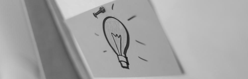 Skizze einer Glühbirne auf einer Moderationskarte