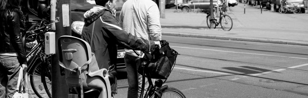 Fahrradfahrerin Fachgruppe Lokales Bildungsmanagement