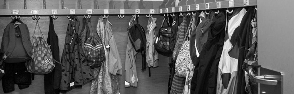 Garderobe in einer Schule