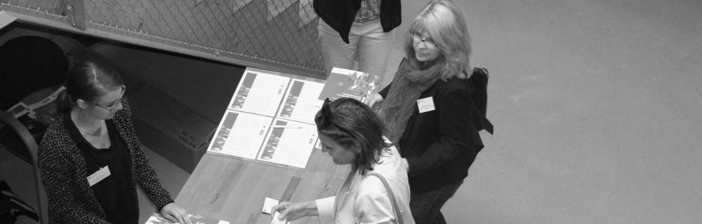 Anmeldetresen und Teilnehmende beim Kommunalsalon Hamburg: Zwischen Bottum up und Top down