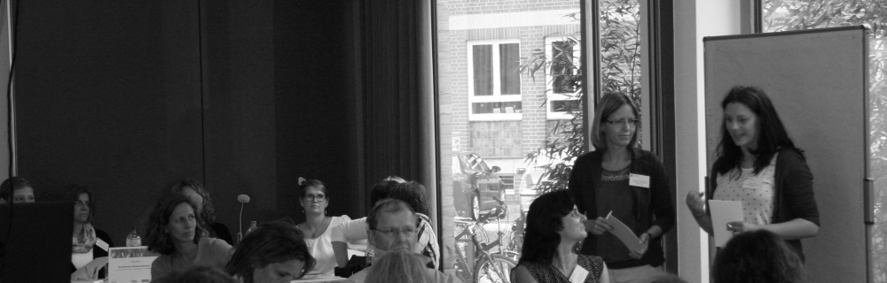Hamburger Bildungskonferenzen: Mitarbeitende der Transferagenturen bei ihrem Vortrag