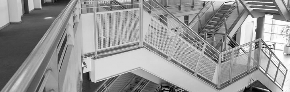 Treppenhaus mit vielen Treppen