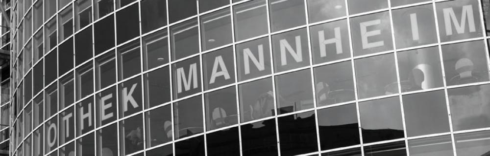 Glasfassade der Stadtteilbibliothek Mannheim.