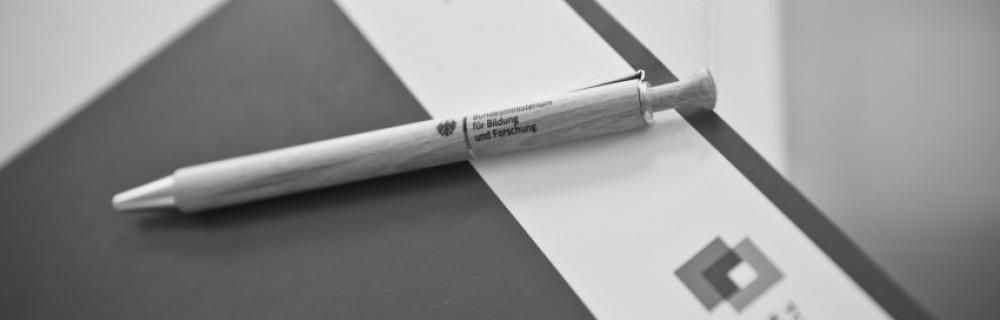 Klemmbrett mit Stift